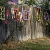 fanciful-decor-for-a-fence