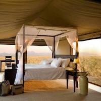 outdoor-upscale-tent-sleeping
