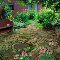 round-patio-with-secret-bench