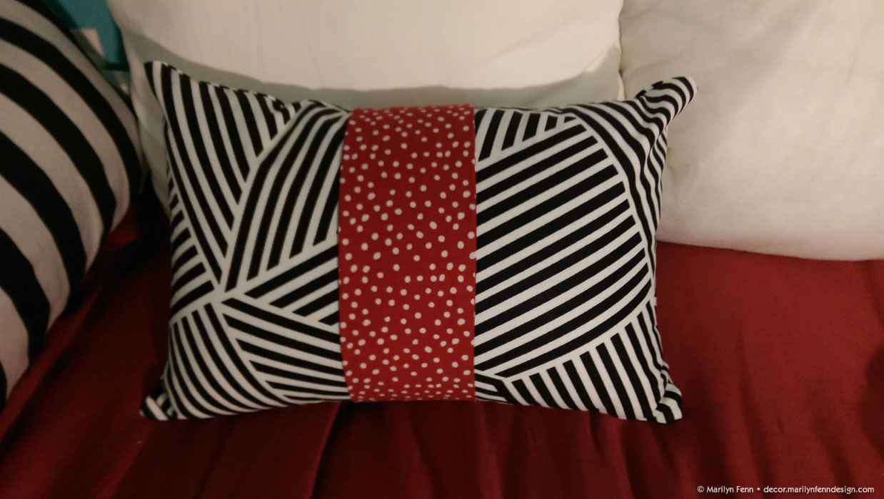 how to make a pillow with piping and a zipper